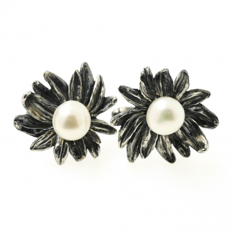 Flower and pearl cufflinks